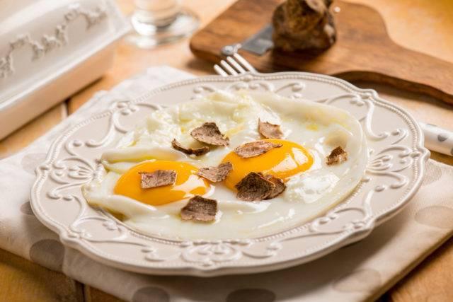 jajka z dodatkiem trufli białej