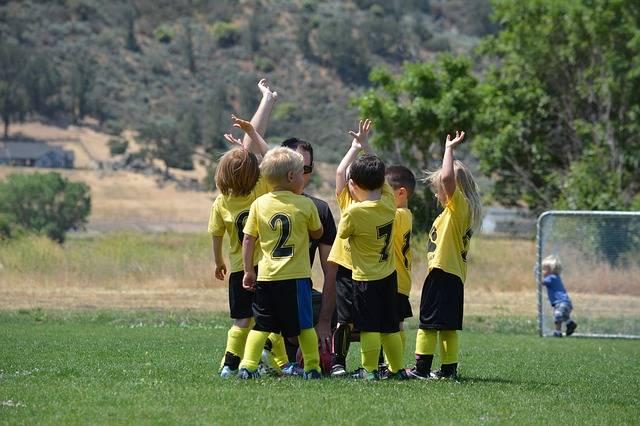 czy sport pomaga w nauce np piłka nożna