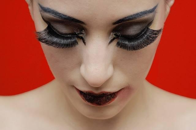 makijaż sztuczne rzęsy
