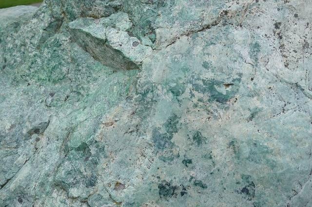 niebieskie kamienie szlachetne jadeit